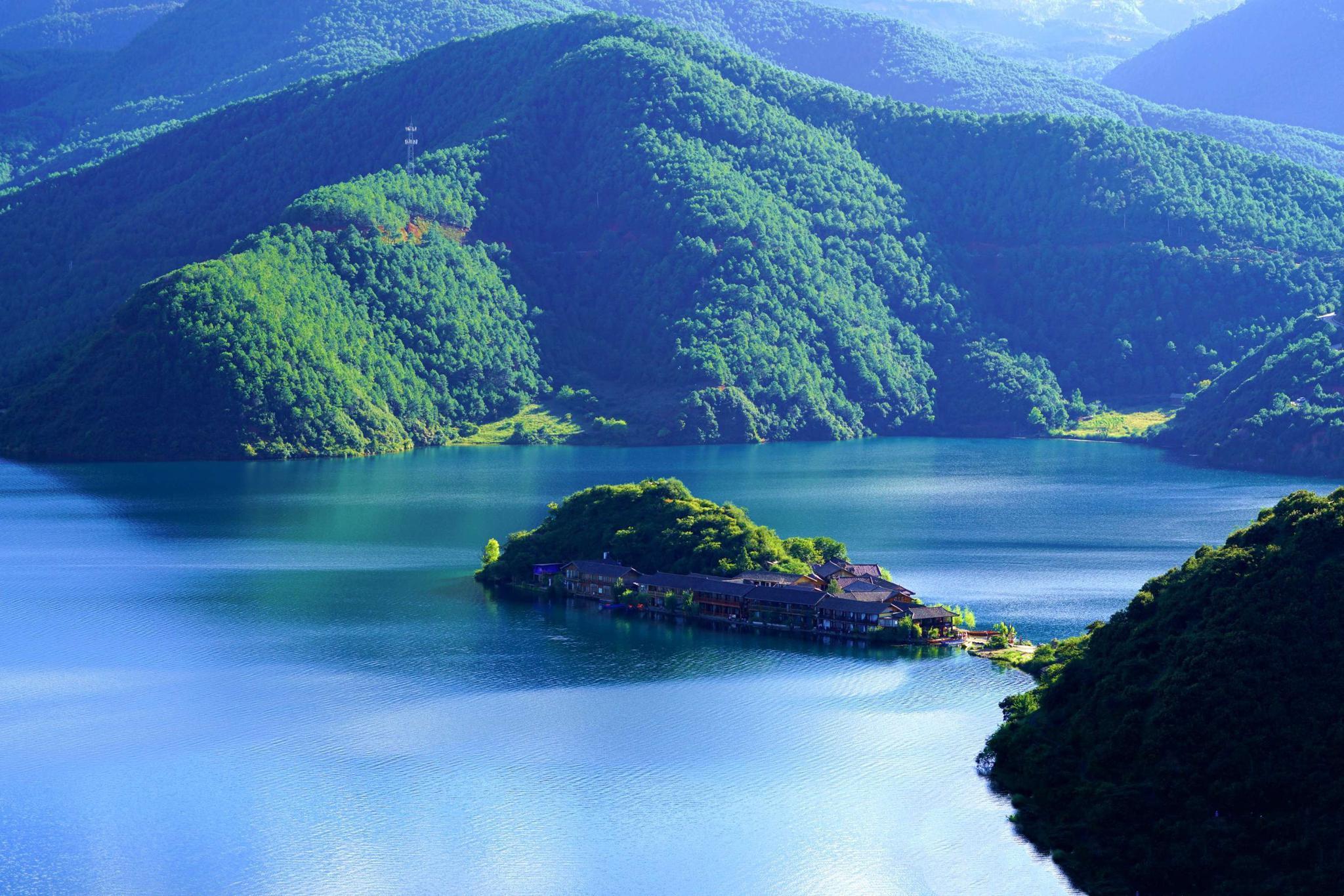 金山银山都不及泸沽湖的绿水青山。