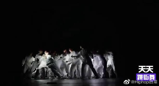 美国齐舞比赛少儿组冠军作品,完美运用光与影,给你全新视觉体验
