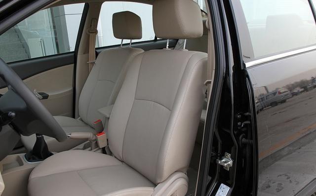 分享这款时尚大气的奇瑞E5,整车设计简约大气,立体感十足