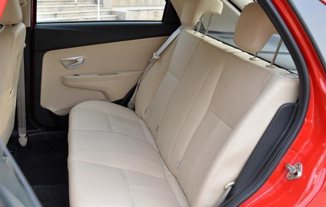 奇瑞风云2两厢,整车观感十分大气优雅,多重设计彰显个性
