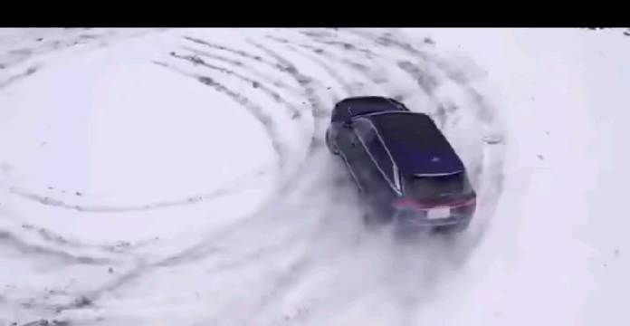 开这车在东北穿越雪原老爽了@一汽奔腾