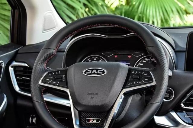 每日汽车导购资讯精选|众泰Z200HB野性的力量,完美的外观