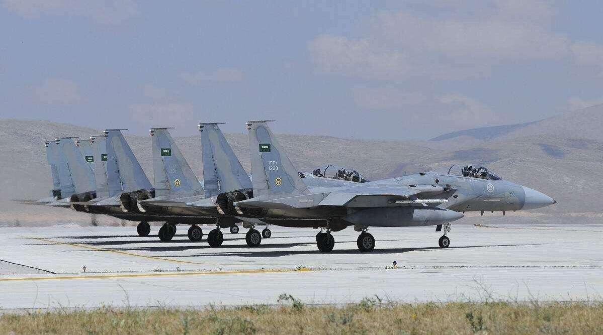 美军下令全面报复!大批战机同时侵入领空,伊朗盟友总部被炸毁