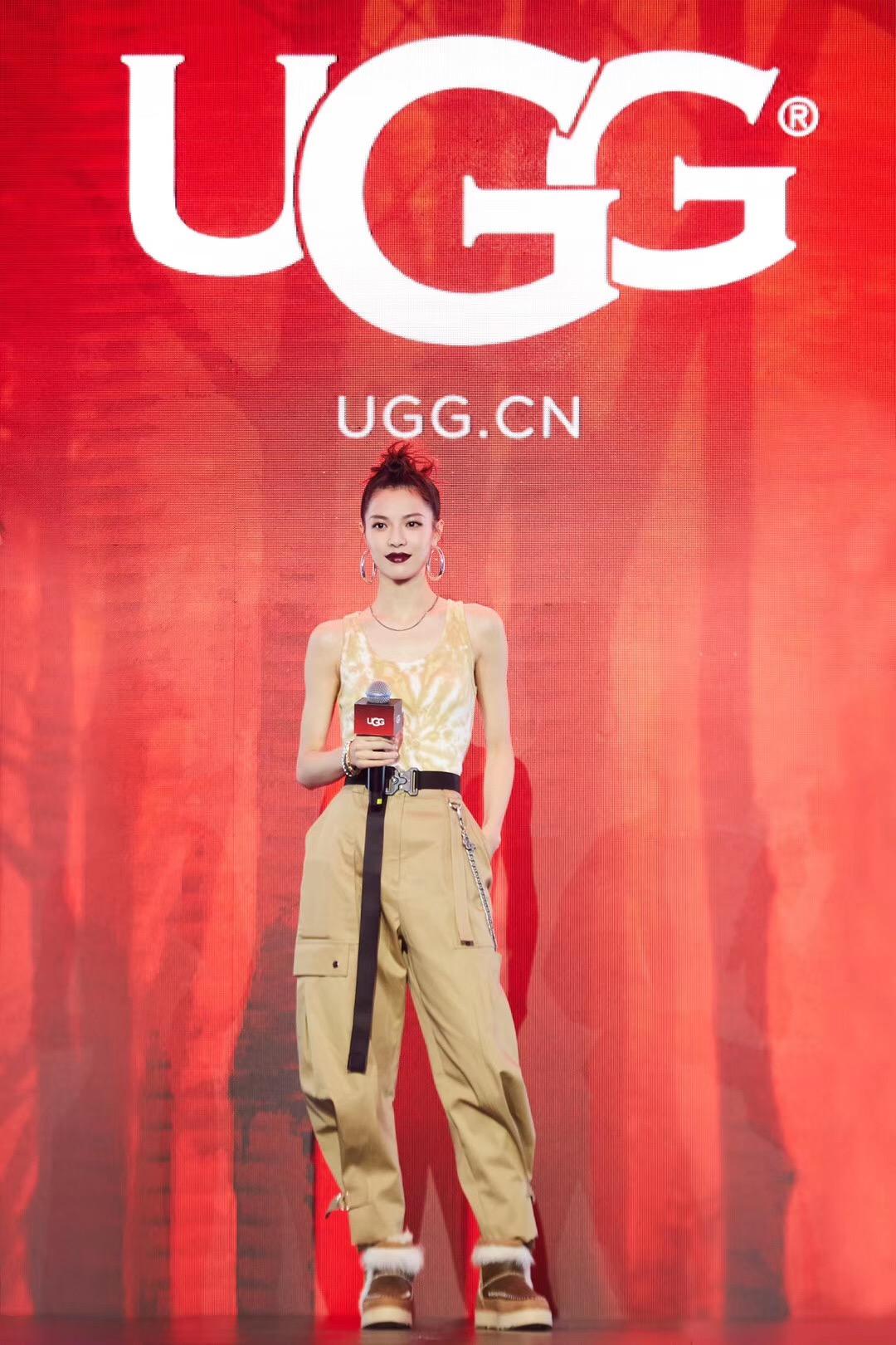 本周,街拍时刻受邀出席了@UGG官方微博 举办的品牌 2019秋冬大秀