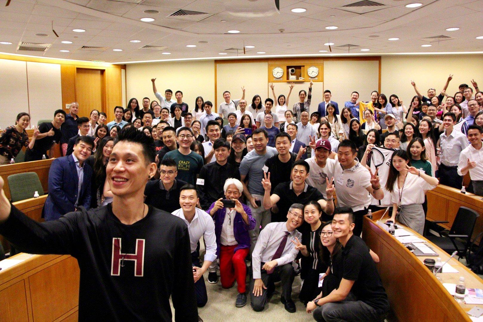 今晚跟我大学校友和学生聊的很开心。谢谢 @哈佛中心上海 的欢迎