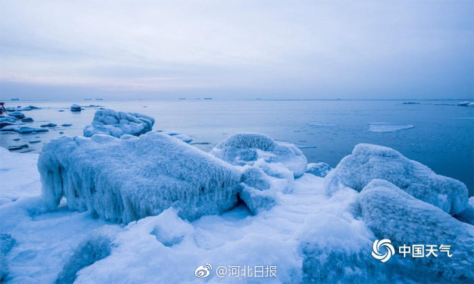 秦皇岛海域现海冰 美轮美奂如梦境