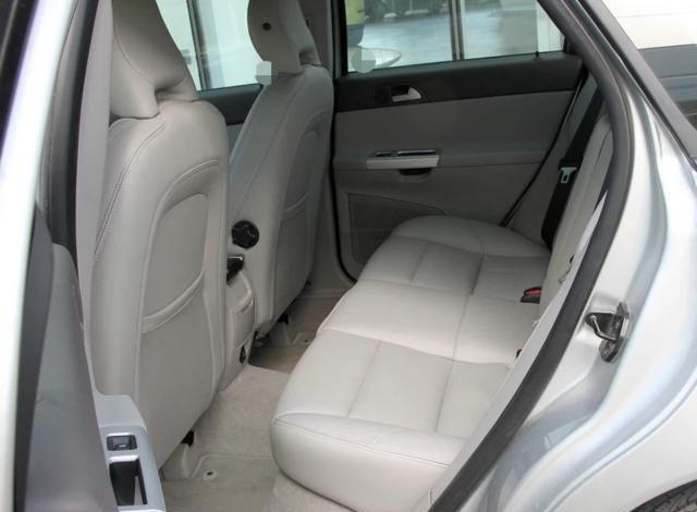 这辆沃尔沃S40,外观设计家用时尚风格,给人一种很舒服的感觉!