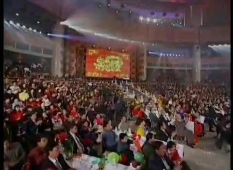 谢霆锋1999年春晚上,牵着董洁唱了一首歌,全国人民都误解了他?