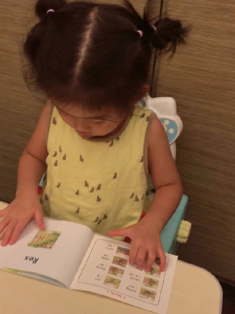 @微博教育 海尼曼亲子阅读,今天妹妹表现很好,奖励棒棒糖一根