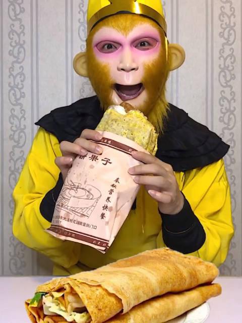 猴哥吃煎饼果子天津猴哥