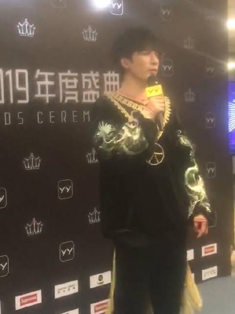 大老师@大张伟 表示希望每年都在演出,而不是只在录节目