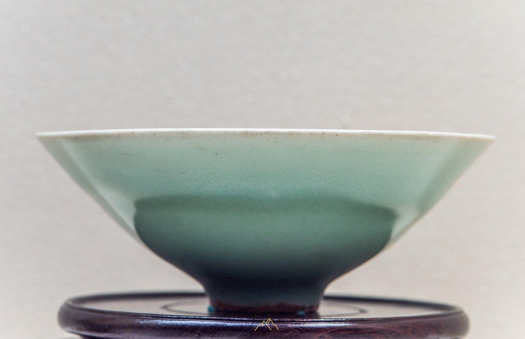 浙江省博物馆藏· 南宋龙泉窑青釉斗笠碗