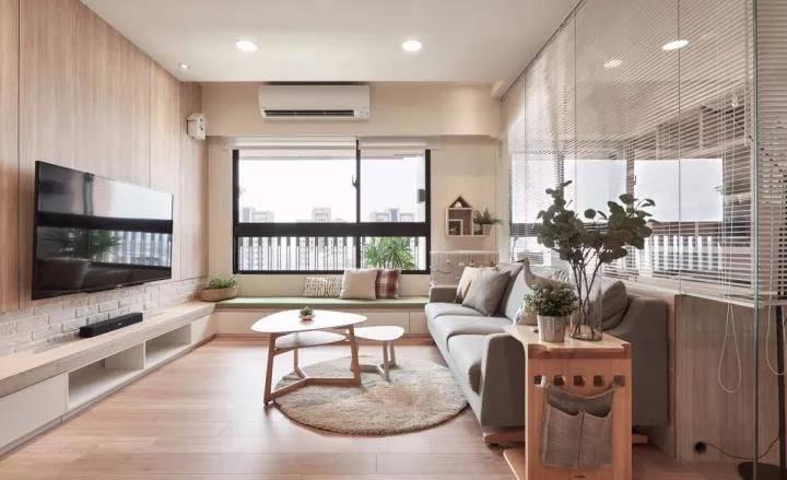 82㎡简约台式风格家居装修设计,把客厅与书房用玻璃隔开