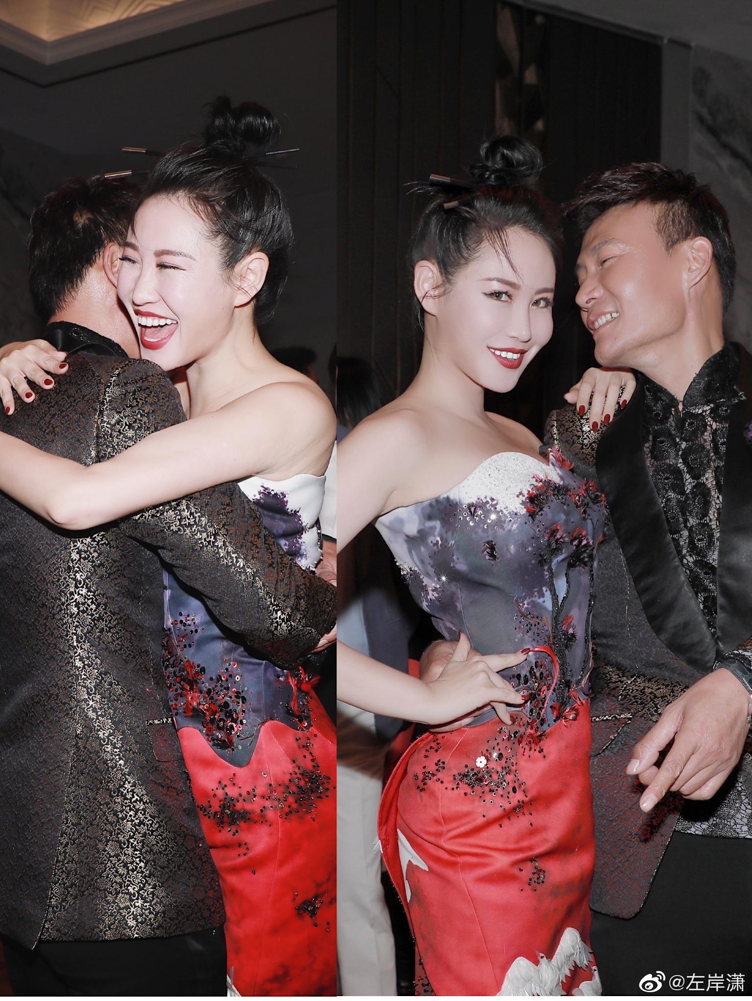 昨夜上海外滩有点放光彩 恭喜dear劳伦斯许的LAURENCE·XU WHITE 202