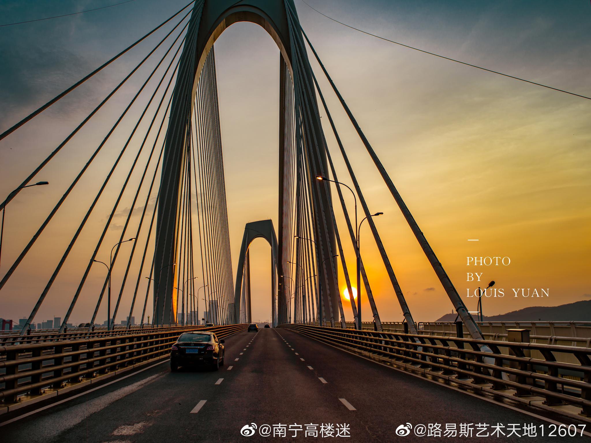 夕阳下的青山大桥…南宁最美跨江桥。@路易斯艺术天地12607