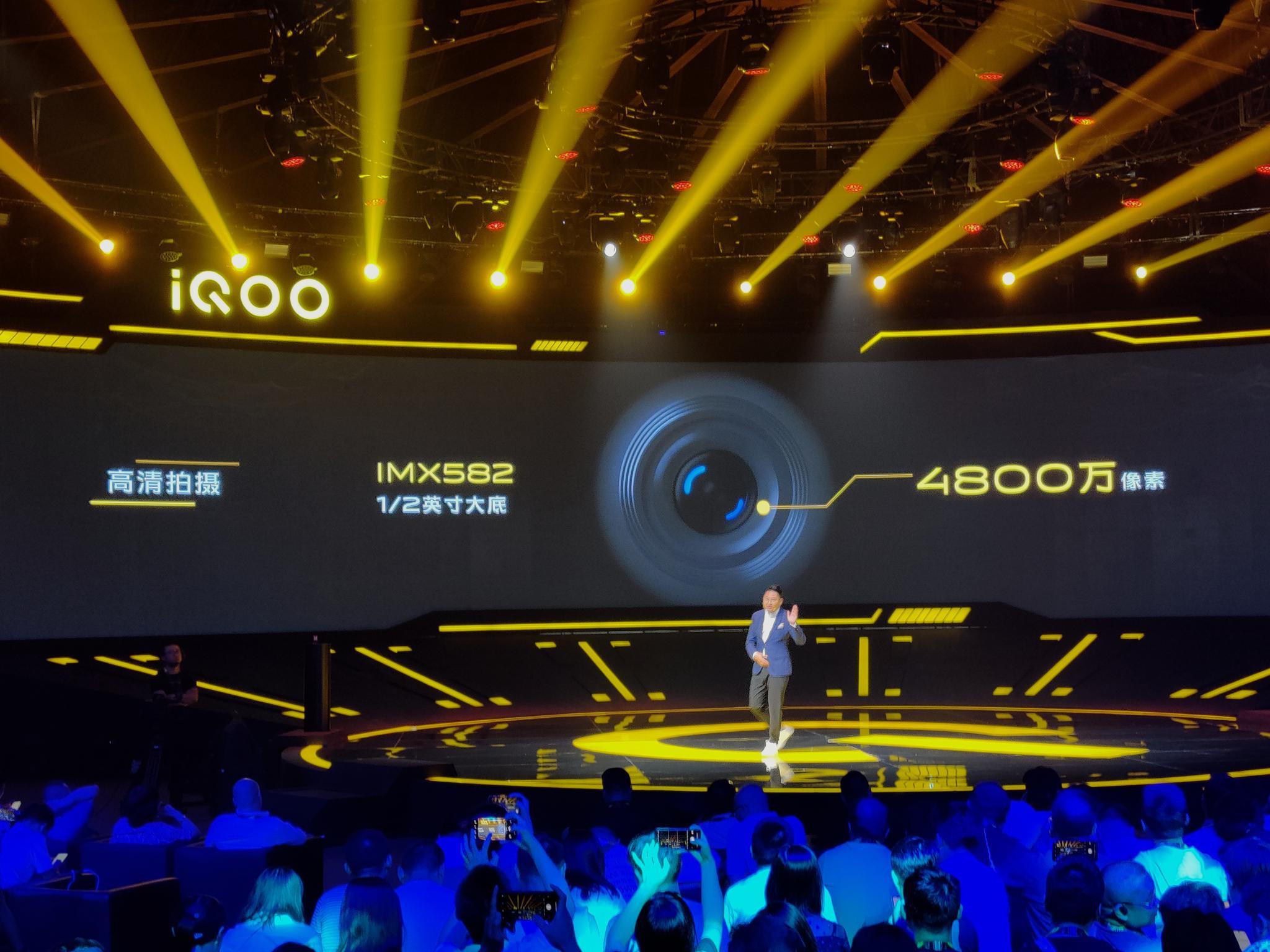 IQOO Pro 后置三摄里主摄为 4800W 像素索尼 IMX582 传感器