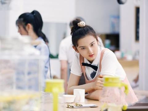 宋祖儿录综艺发型换得太快,玩偶发饰成亮点,20岁少女就该跟她学