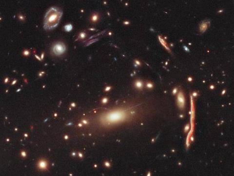 看不见的暗物质,竟构成宇宙质量的80%?它与大爆炸是什么关系?