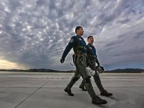 家有初中生的注意啦!免学费、有机会上清华北大!空军青少年航校招生啦