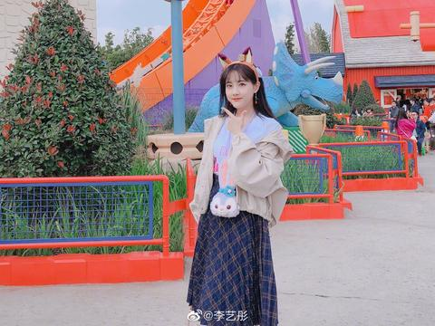 拥有活泼可爱性格的李艺彤,不仅能歌善舞,而且很有个性呢