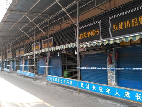 武汉高铁站开测体温,华南海鲜市场附近商户仍在营业