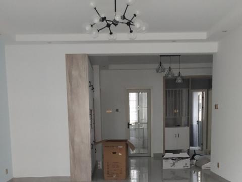 新房装修完工,陆续布置家具中,还没打扫干净就很漂亮,很满意!