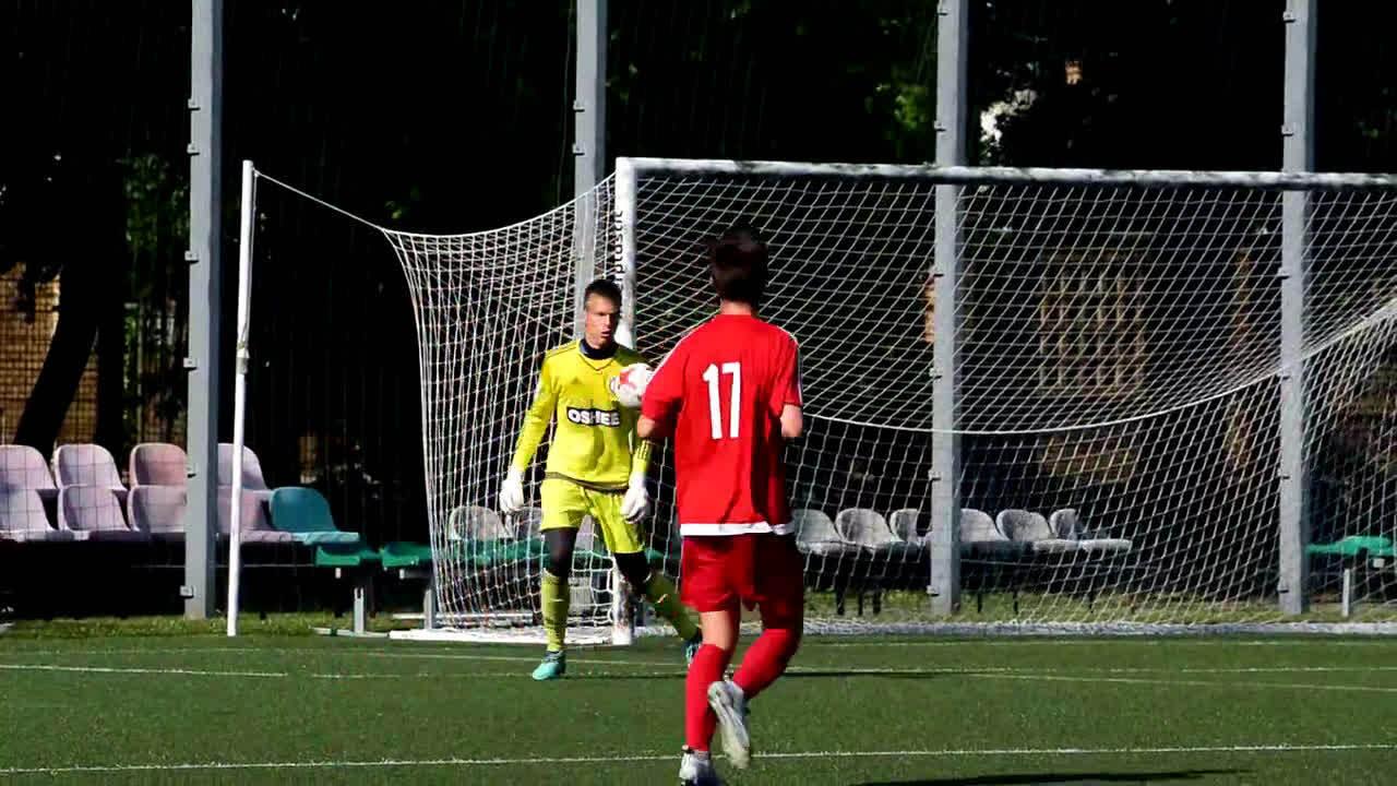 利物浦有望先于曼联签下波兰16岁门将雅库布·奥伊热斯基(Jakub Ojrzyn