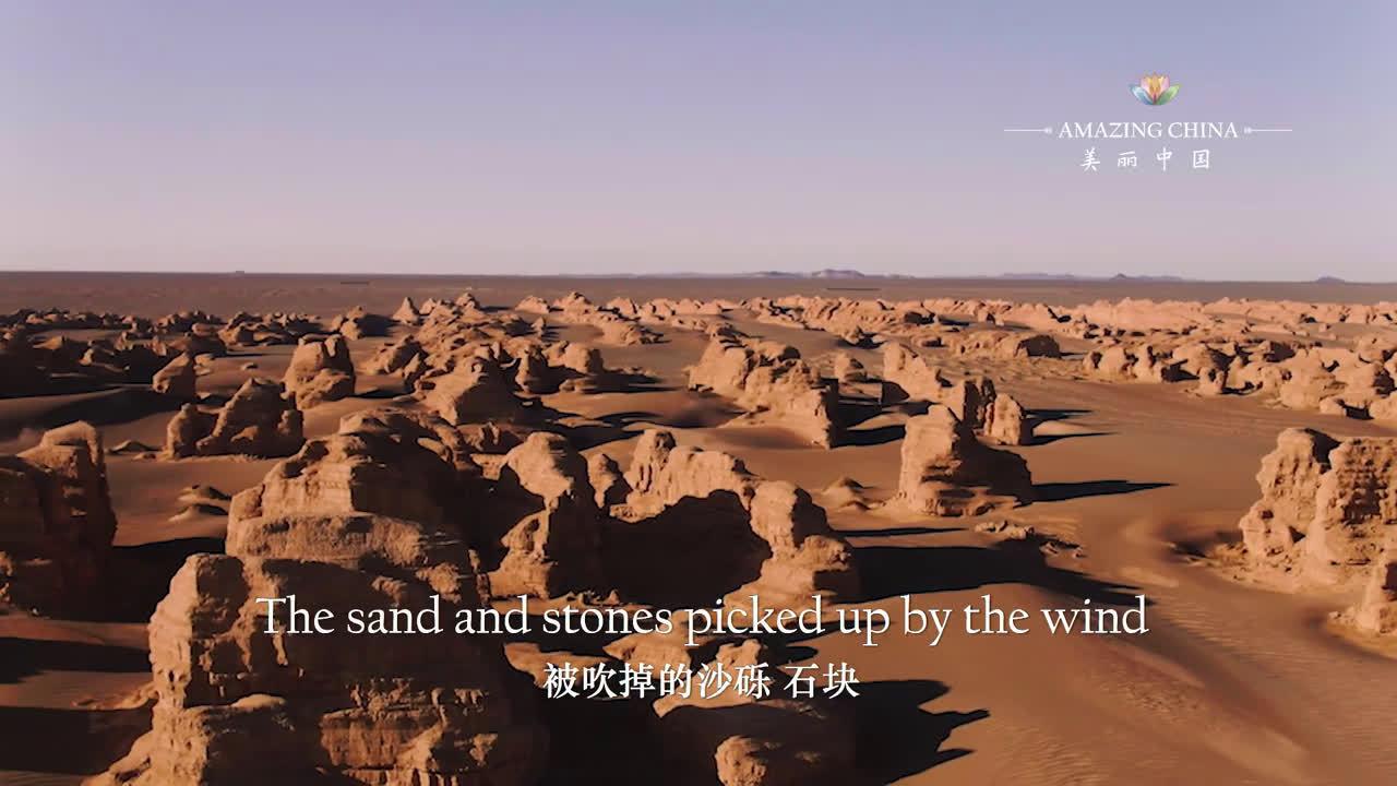 大风雕刻的魔鬼城   在敦煌雅丹地质公园,荒凉的戈壁滩上