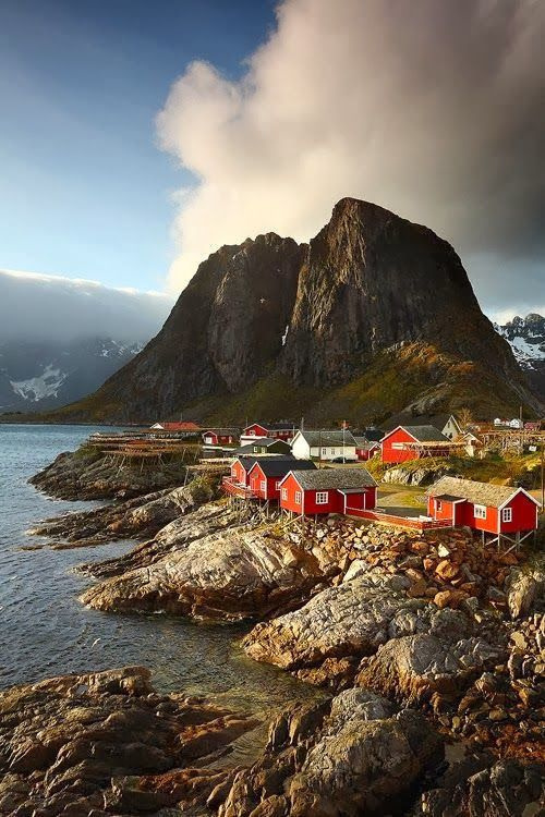 巍峨壮丽的山峰、迷人的村落和引人入胜的海景组成的人间仙境——罗弗