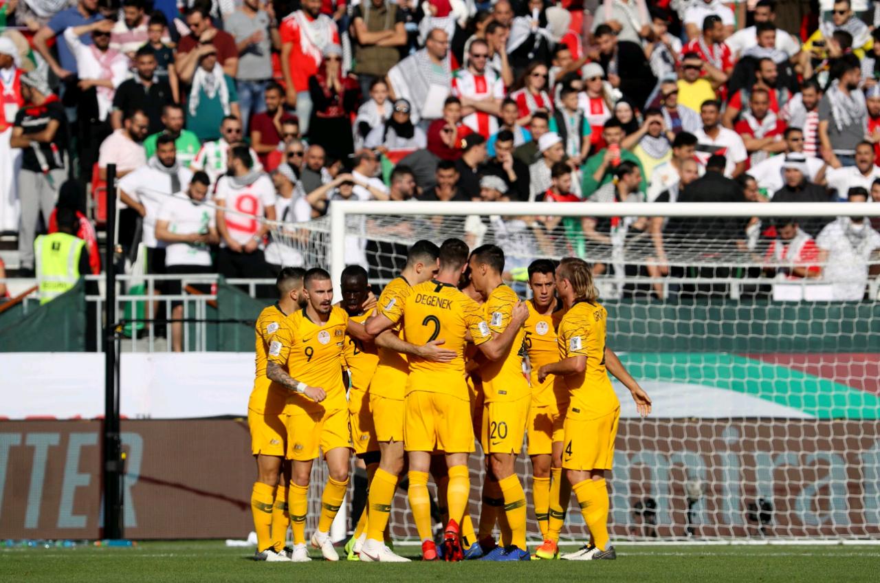 亚洲杯决赛有望提前上演!卫冕冠军无缘小组第一 16进8或死磕日本