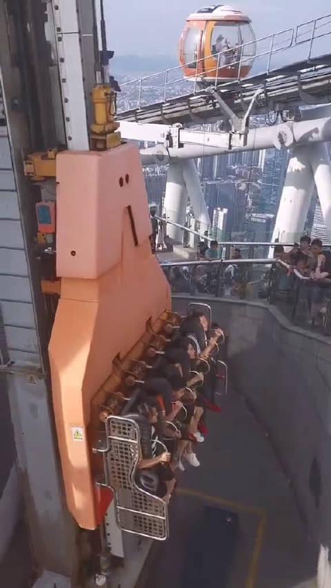 广州塔塔顶的升降机,最高处离地面485米