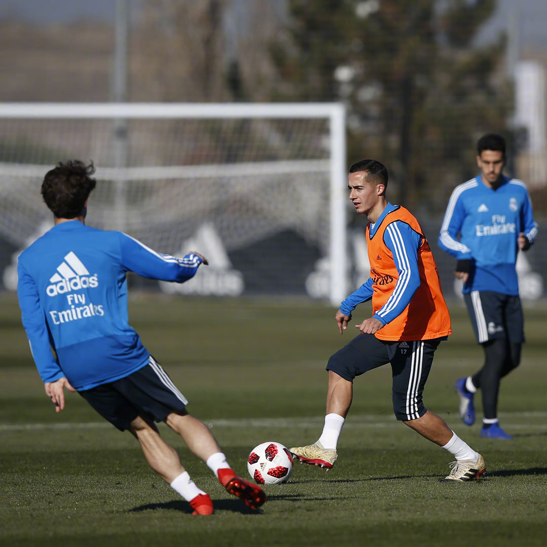球队今天以恢复性训练为主纳乔、雷吉隆、巴尔韦德、@CarlosCasemiro