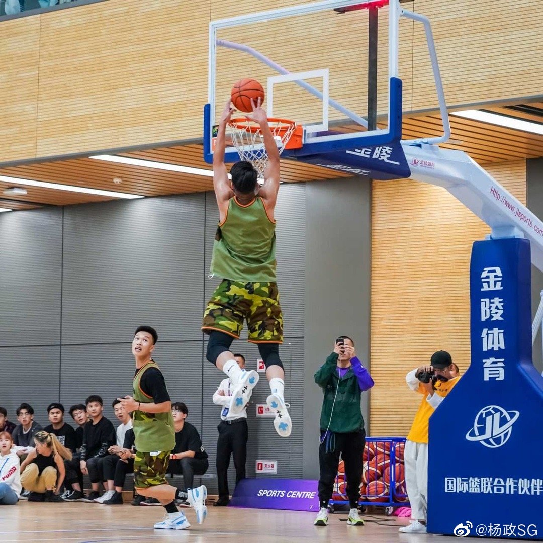 练完力量投篮真的稳 感觉也比以前好多了 但是体重上去了反而跳的高了