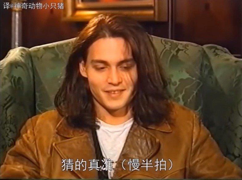 年轻时的德普接受采访,说到后不后悔把前女友名字纹在身上