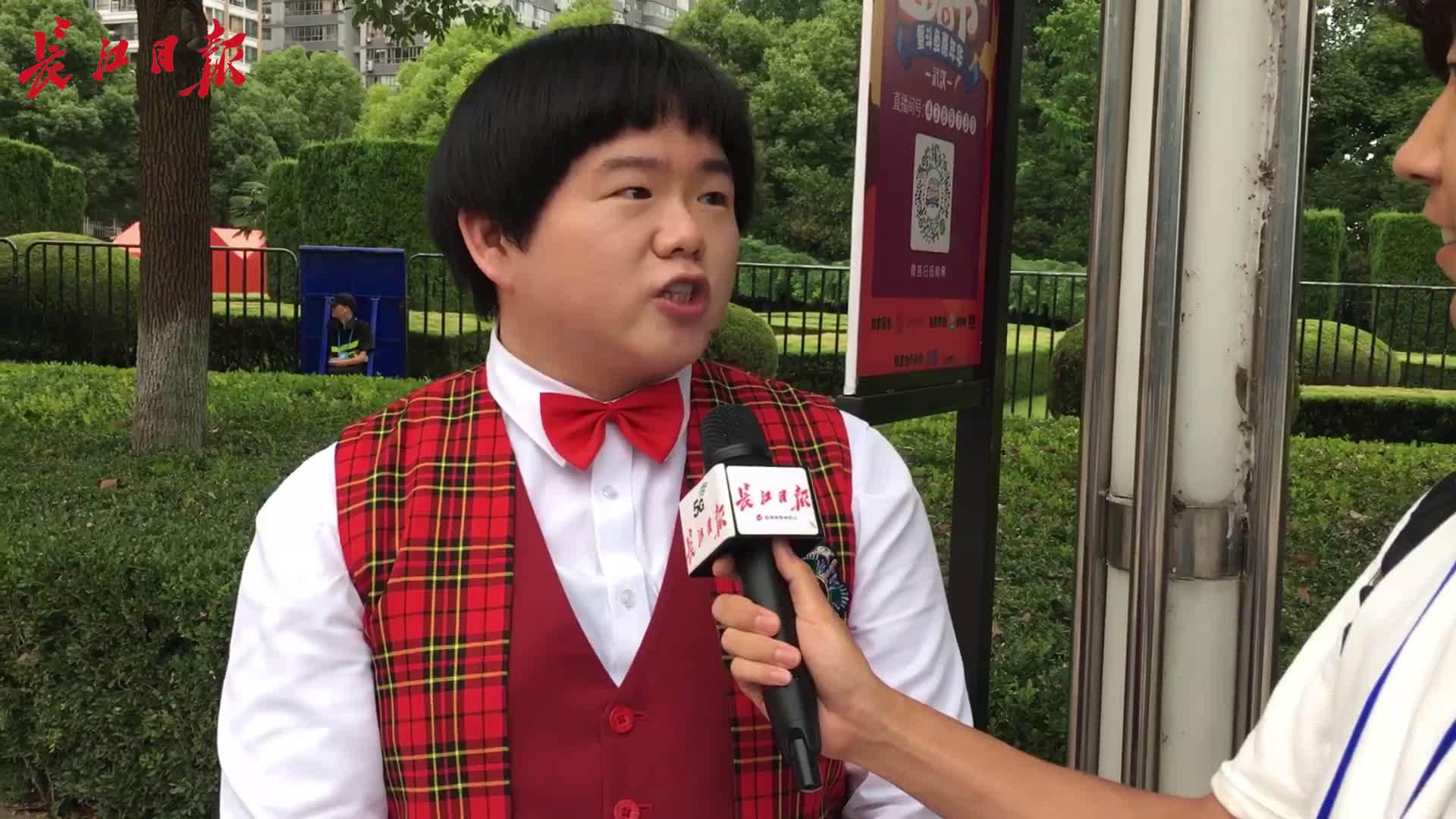 《撕心》在汉首唱,小胖林育群第一次来不知吃啥求推荐