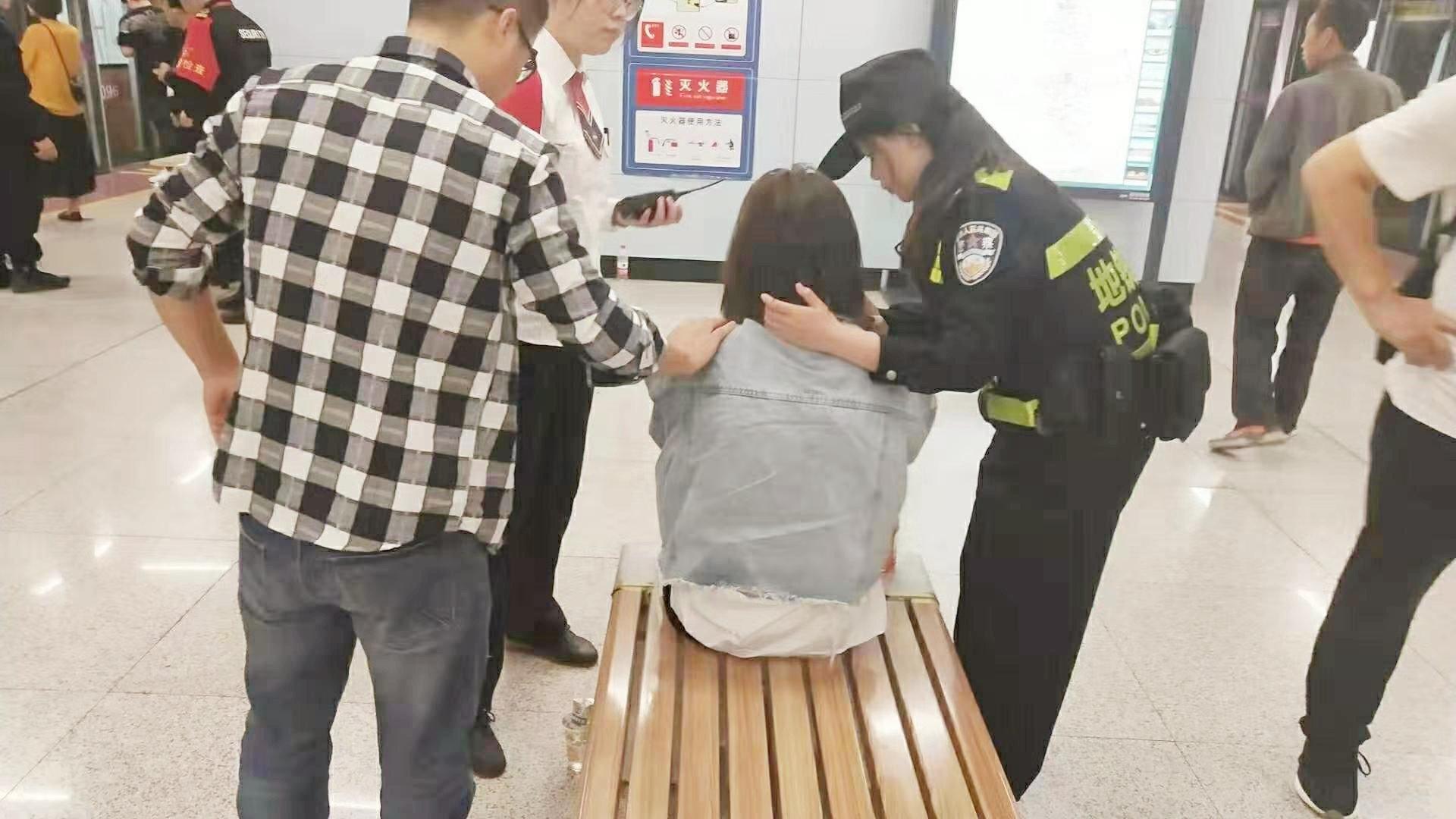 9月26日8点50分,鱼化寨站警务室孙雄、尚喆接到二级平台通知