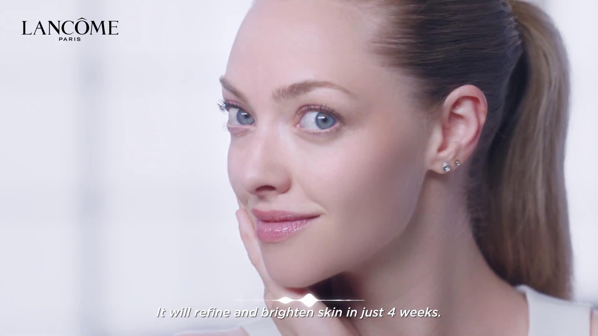 阿曼达塞弗莱德为Lancme的几款护肤品和彩妆拍摄了支使用步骤的宣传