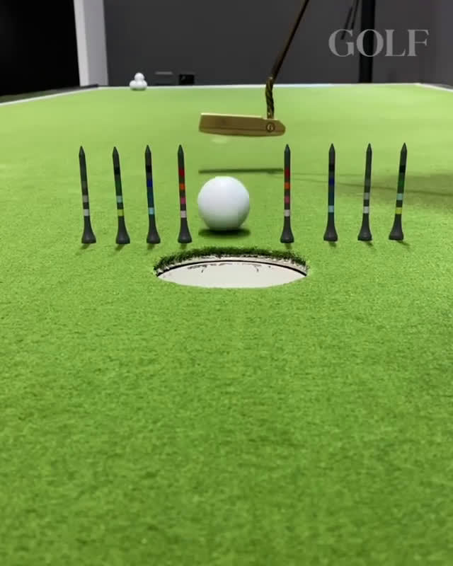 一个简单的推杆练习,可以让你更多使用杆面中心触球