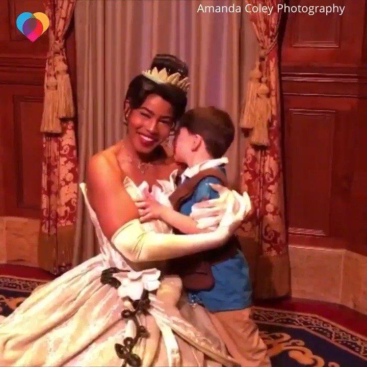 6岁小男孩Jackson患有自闭症,但他在迪士尼乐园看到蒂安娜公主后