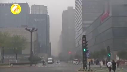 西安遭遇雾霾天加大雾天气 明日凌晨起将逐渐好转