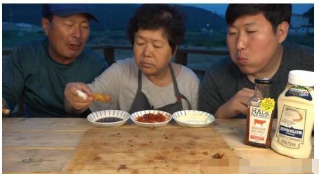 """韩国最""""穷""""吃播出名后每天吃海鲜,虾一顿吃10斤,生活变化太快"""