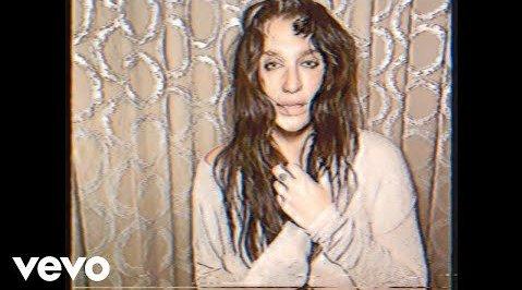 钱妞Kesha联手Sturgill Simpson新单《Resentment》官方MV超清首播
