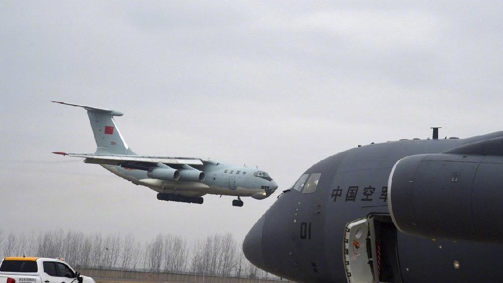 空军三型运输机集体出动,运20挑大梁,运9的接