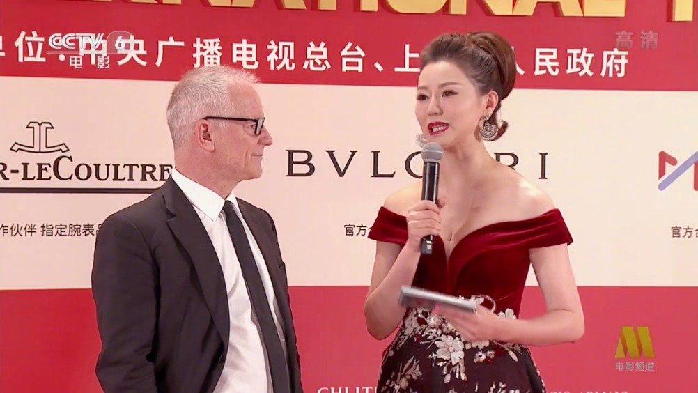 第22届 开幕式,戛纳国际电影节艺术总监 踏上红毯。