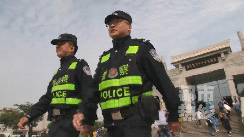 """男子兵马俑景区当""""黑导游"""" 被民警一眼识破拘留十日"""