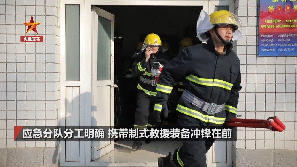 地震过后,官兵火速组织抗震救灾演练