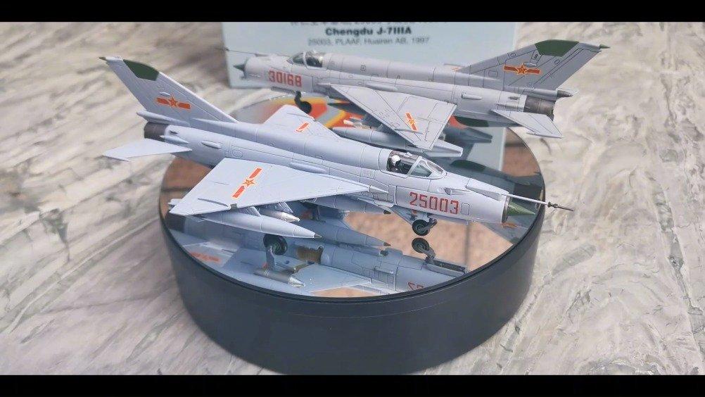 1/72 中国空军J-7D和J-7IIIA战斗机合金成品模型