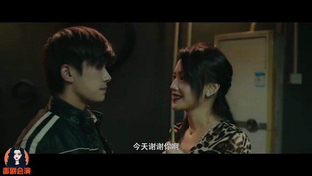 易烊千玺搭档舒淇出演最美表演短片《南方车站的聚会》番外篇《痛打自