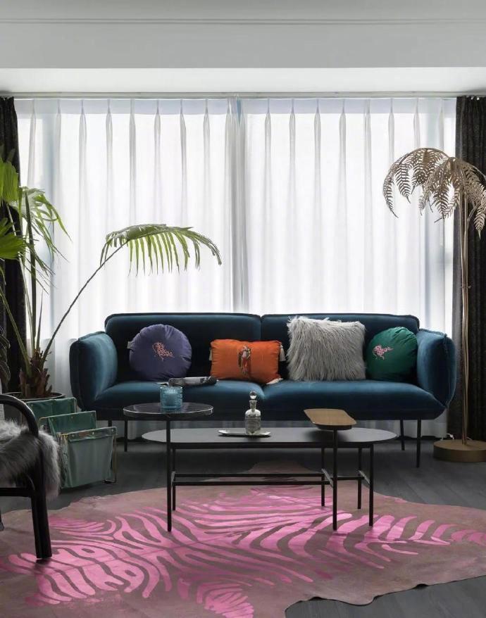 89㎡两室一厅轻熟风,千禧色+克莱因蓝+玛莎拉酒红,美得仙气十足!