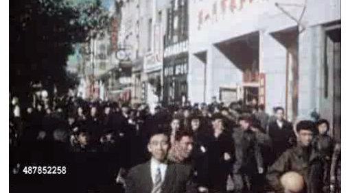 历史回放 1952年的百货公司顾客不少 还有人穿西装打领带